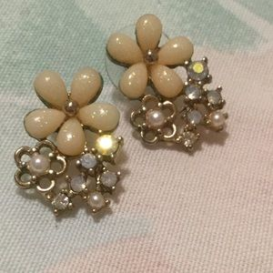 Cream and Gold Tone Floral Cluster Earings
